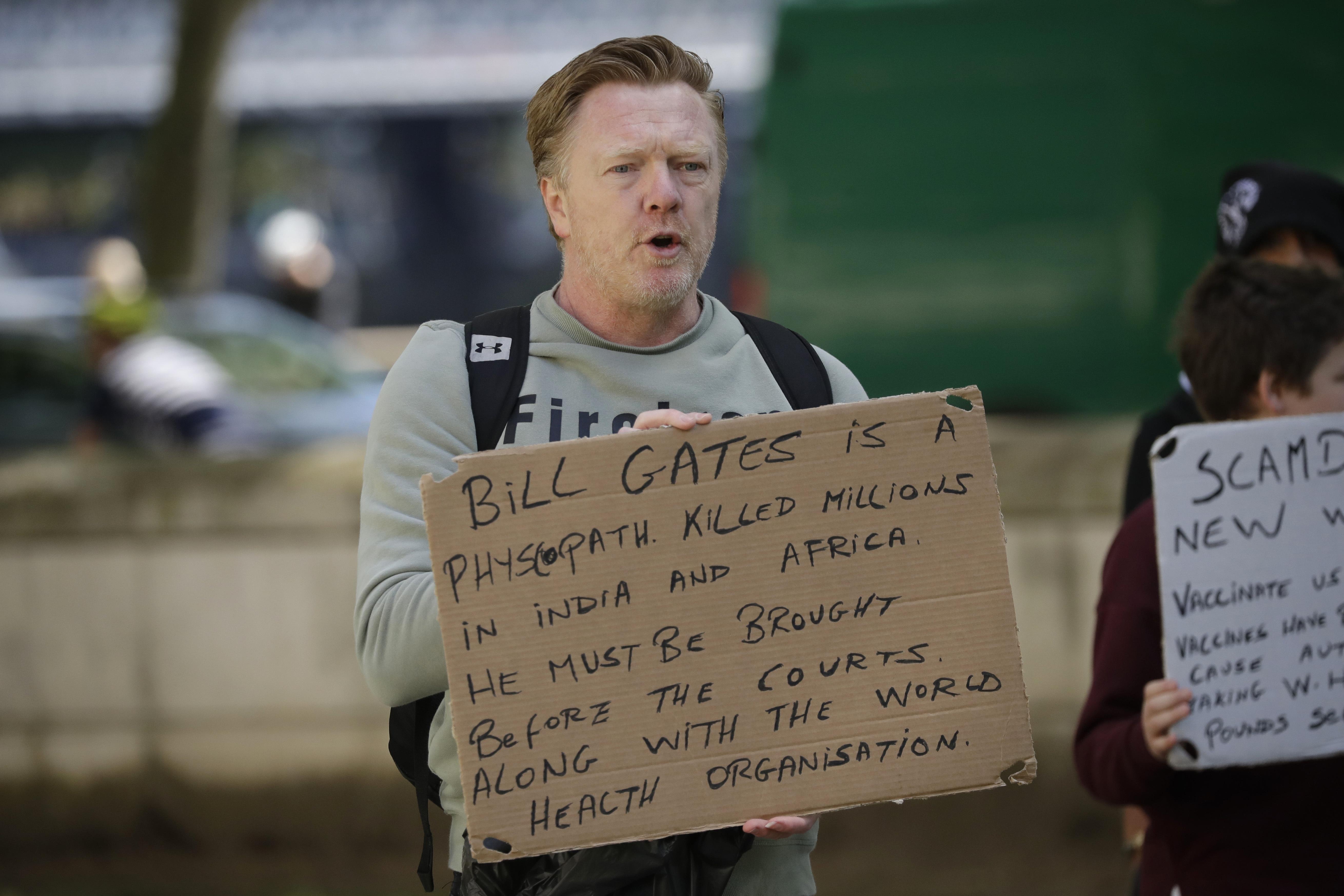 """Ecco perché Bill Gates è il re dei """"complotti"""""""
