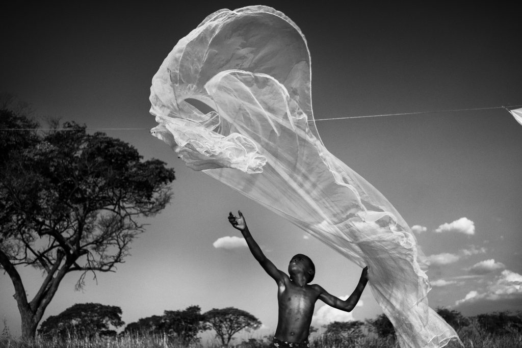 Africa, Zambia, Lorenzo Cicconi Massi. Dal reportage 'Mthunzi, la terra dei bambini giganti'