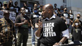 Una protesta degli afroamericani in California (LaPresse)