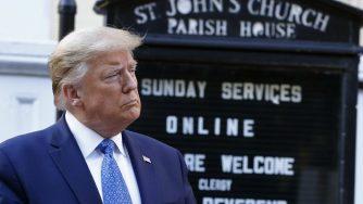 Trump visita la chiesa di San Giovanni incendiata durante le proteste per la morte di George Floyd