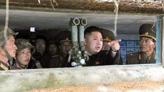 Kim Jong Un ispeziona l'unità dell'Esercito Popolare di Corea (LaPresse)