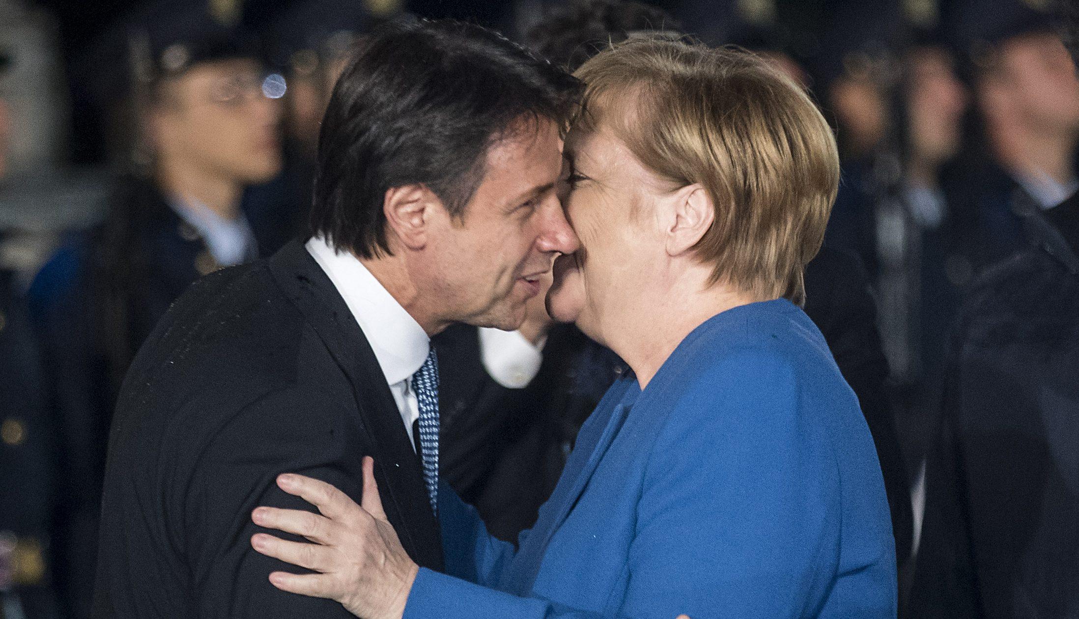 La Merkel stringe con l'Italia