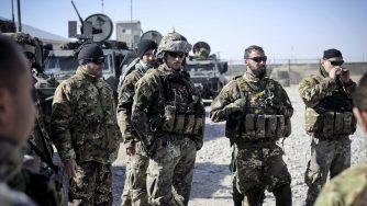 Soldati italiani in Afghanistan (La Presse)