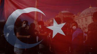 Bandiera turca (LaPresse)