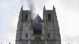 Francia, dopo Notre Dame, brucia la Cattedrale di Nantes: si indaga su un origine dolosa