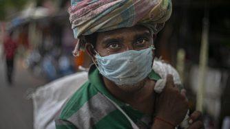 Coronavirus, le immagini dal mondo in emergenza sanitaria in India (La Presse)