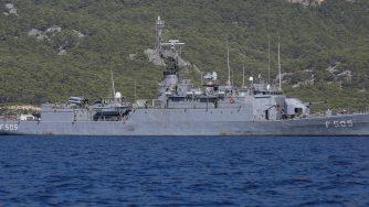 Nave militare turca davanti alle coste di Antalya (La Presse)
