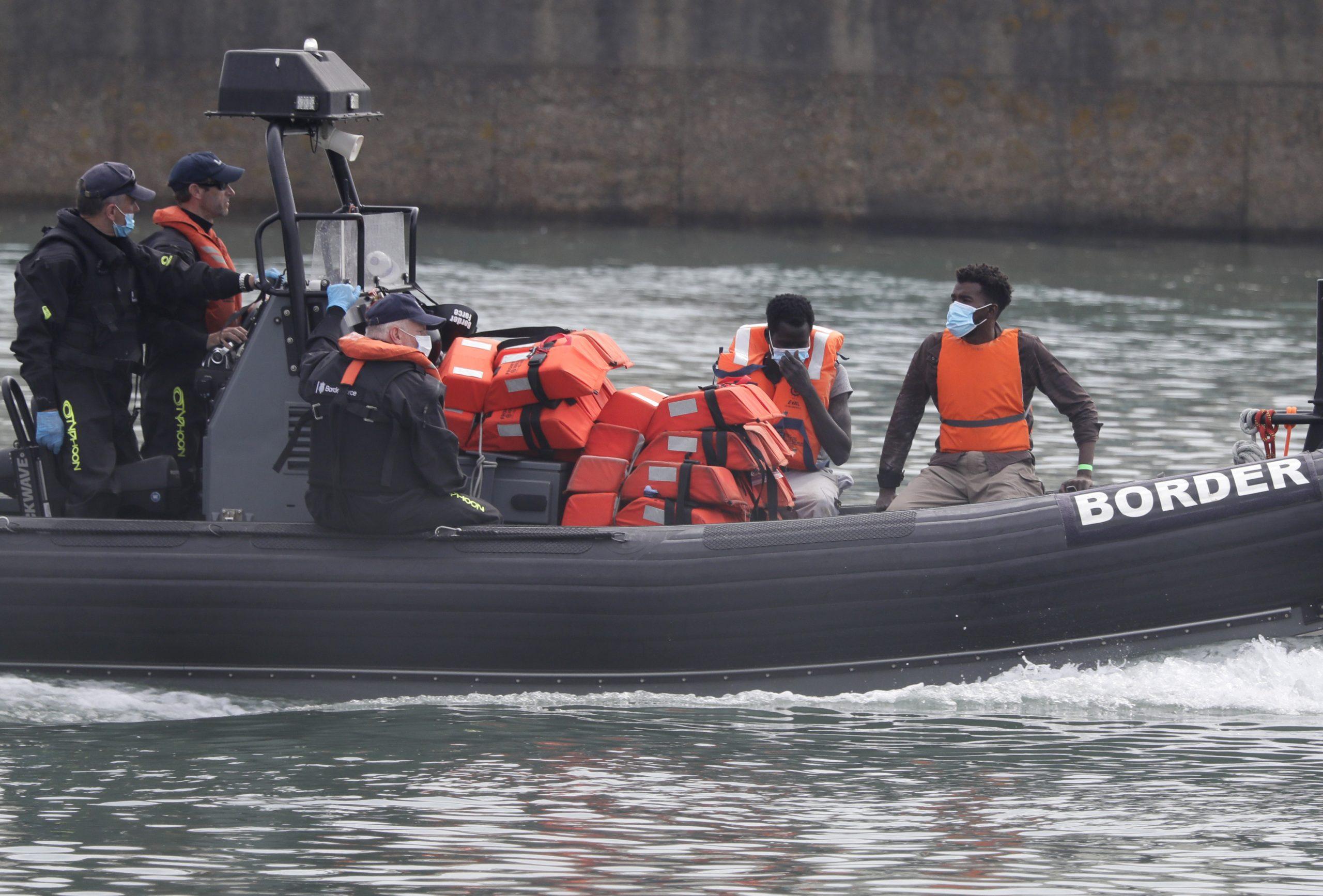 Ondata di migranti nella Manica: Londra pensa al modello australiano