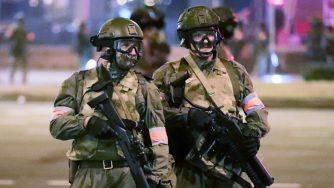 Bielorussia, proteste a Minsk contro i risultati delle elezioni presidenziali: scontri con la polizia (La Presse)
