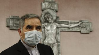 Giovanni Angelo Becciu si dimette la conferenza stampa (La Presse)