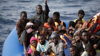 Migranti africani Mediterraneo (La Presse)