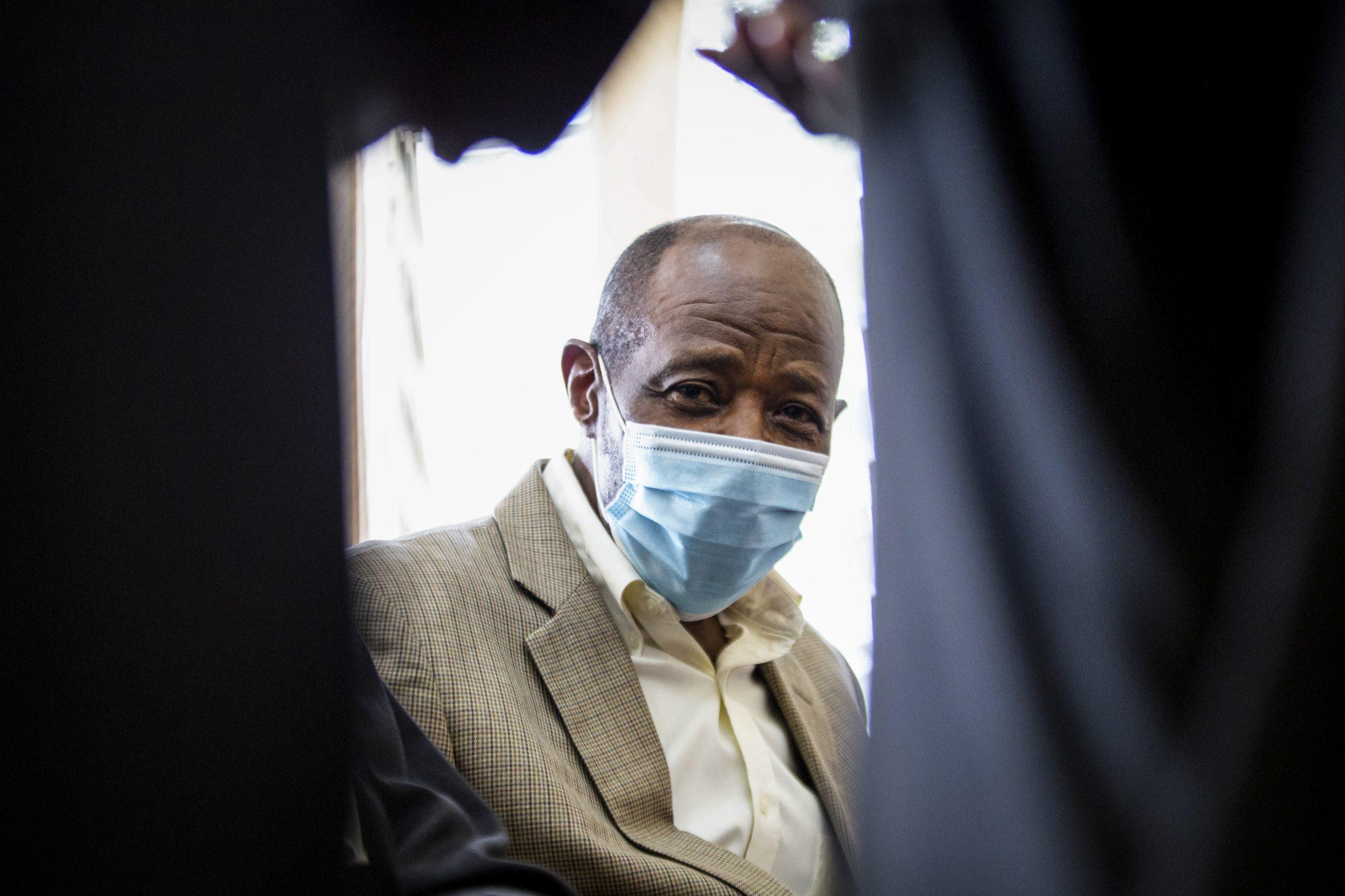 Da eroe ad assassino: qual è la verità sull'eroe di Hotel Ruanda?