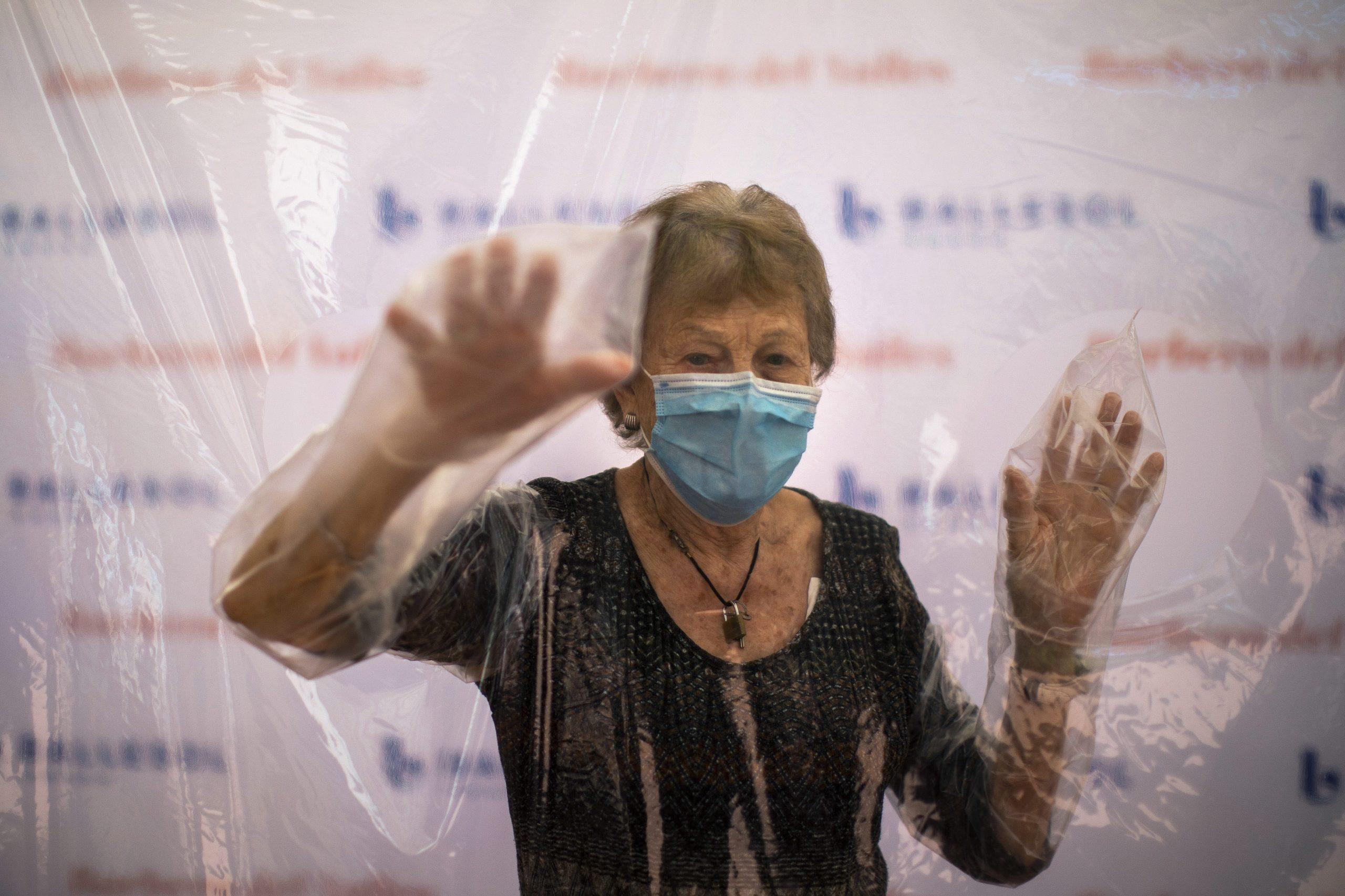 Separare giovani e anziani per combattere il virus è fattibile?