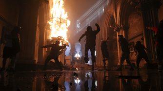 Cile, proteste a Santiago e assalto alla chiesa (La Presse)