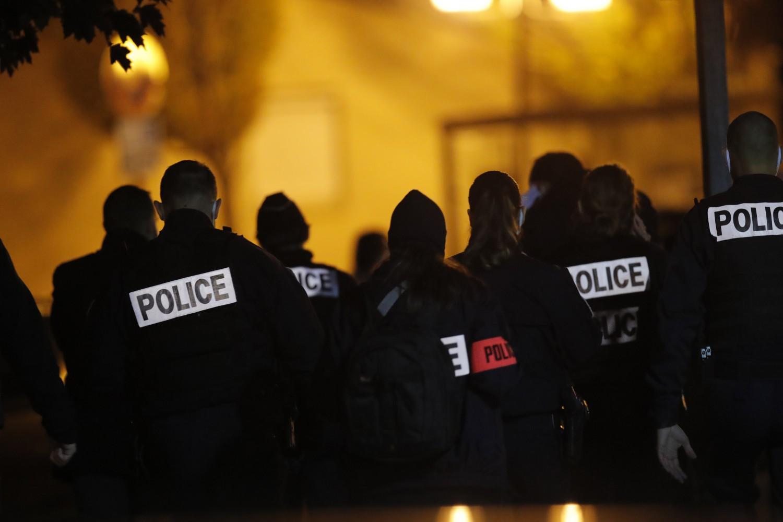 Francia, decapitato professore vicino a Parigi, polizia francese (La Presse)