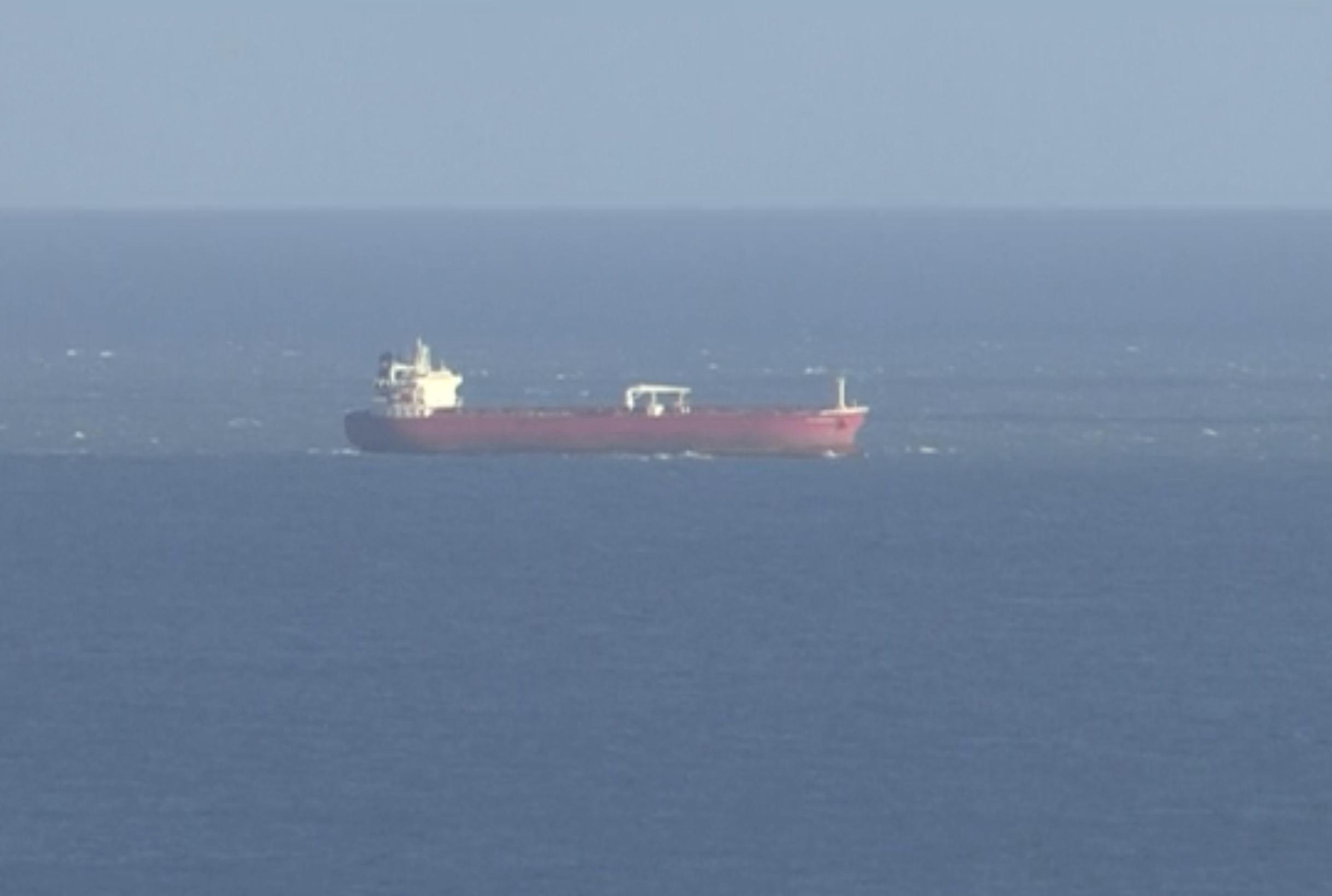 Paura nella Manica: petroliera in mano ai clandestini, arrivano i commando