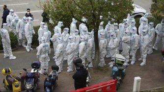 Cina, coronavirus intervento aeroporto Shanghai (La Presse)