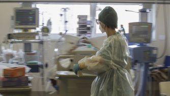 Coronavirus, medico in ospedale (La Presse)