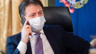 Giuseppe Conte telefono (La Presse)