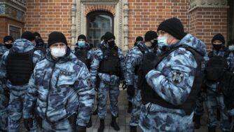 Russia, anche Mosca in protesta contro Macron La Presse)
