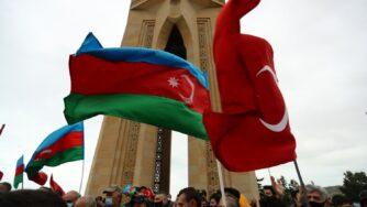 Azerbaigian, azeri riprendono il controllo del Nagorno con bandiere azere e turche (La Presse)