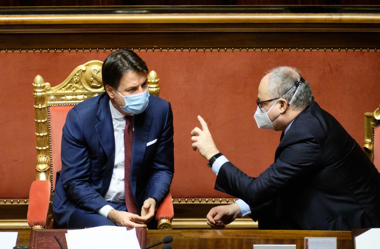 Conte e Gualtieri, riforma del Mes al Senato (La Presse)