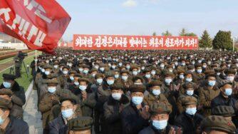 Corea del Nord, Pyongyang piazza mascherina (La Presse)