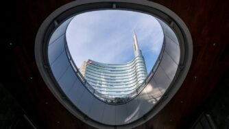Unicredit palazzo Milano (Fotogramma)