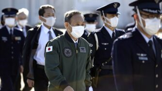 Yoshihide Suga, primo ministro del Giappone, visita le Forza di Autodifesa (La Presse)