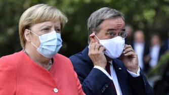 Angela Merkel e Armin Laschet (LaPresse)