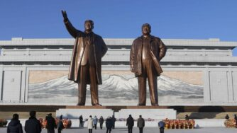 Corea del Nord, statue a Pyongyang (La Presse)