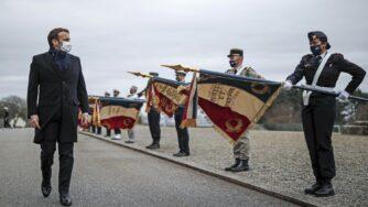 Francia, Emmanuel Macron al centro di addestramento navale di Brest (La Presse)