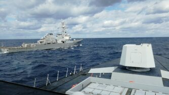 Fregata Margottini e Uss Cook nello Ionio (Marina militare italiana)