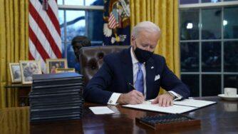 Usa, Biden per prima volta da presidente nello Studio Ovale (La Presse)