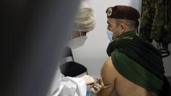 Vaccini in Serbia (La Presse)