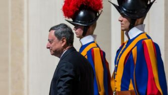 Mario Draghi in Vaticano (La Presse)
