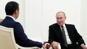 Mosca, il presidente Vladimir Putin riceve il presidente del Kirghizistan Sadyr Japarov (La Presse)