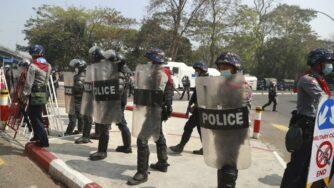 Myanmar polizia (La Presse)