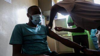 Vaccinazione in Zimbabwe, Africa (Getty)