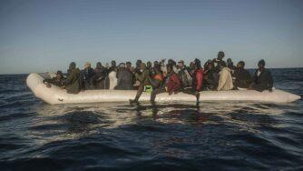 Migranti in mare (la Presse)