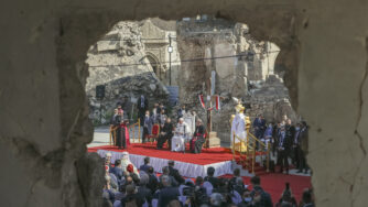Papa Francesco a Mosul, in Iraq (LaPresse)