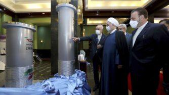 Iran, Hassan Rouhani nella centrale nucleare (La Presse)