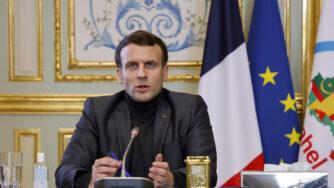 Parigi, Emmanuel Macron in videoconferenza con i leader del G5 Sahel al palazzo dell'Eliseo (La Presse)