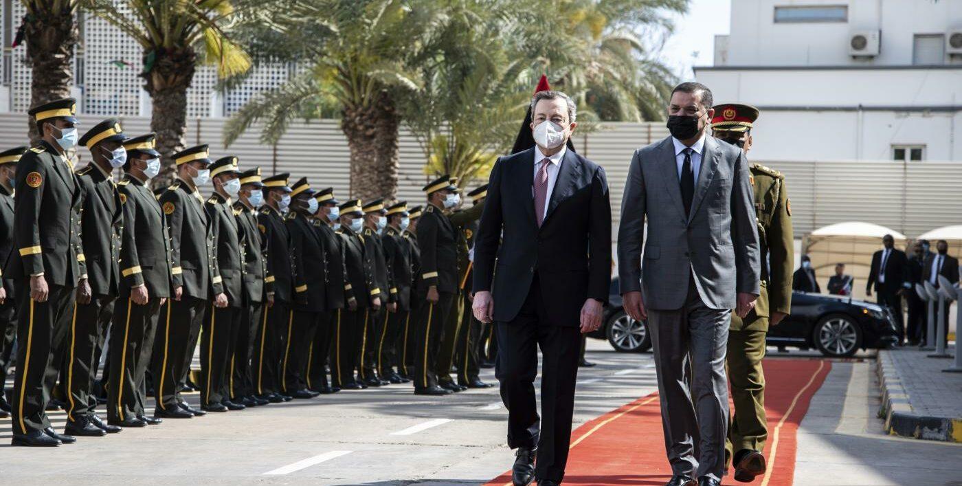 Mario Draghi in visita a Tripoli (la Presse)