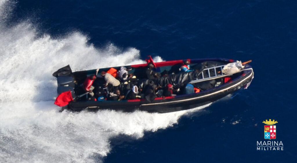 Motoscafo pirati Golfo di Guinea (Ufficio Stampa Marina Militare)