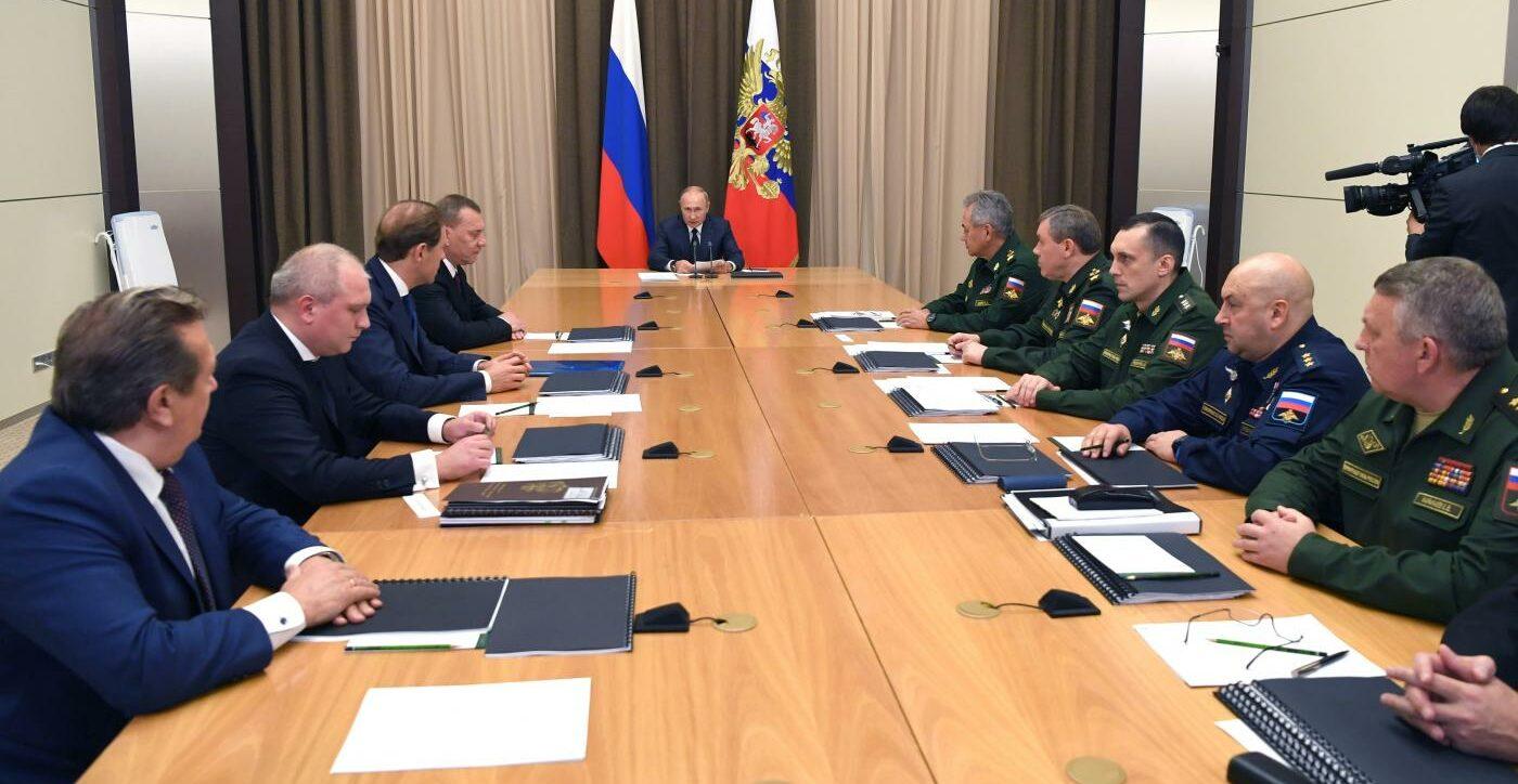 Russia incontro Putin militari (La Presse)