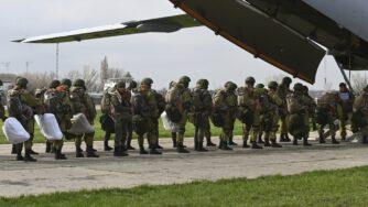 Russia, ministro della Difesa in Crimea per seguire esercitazioni militari