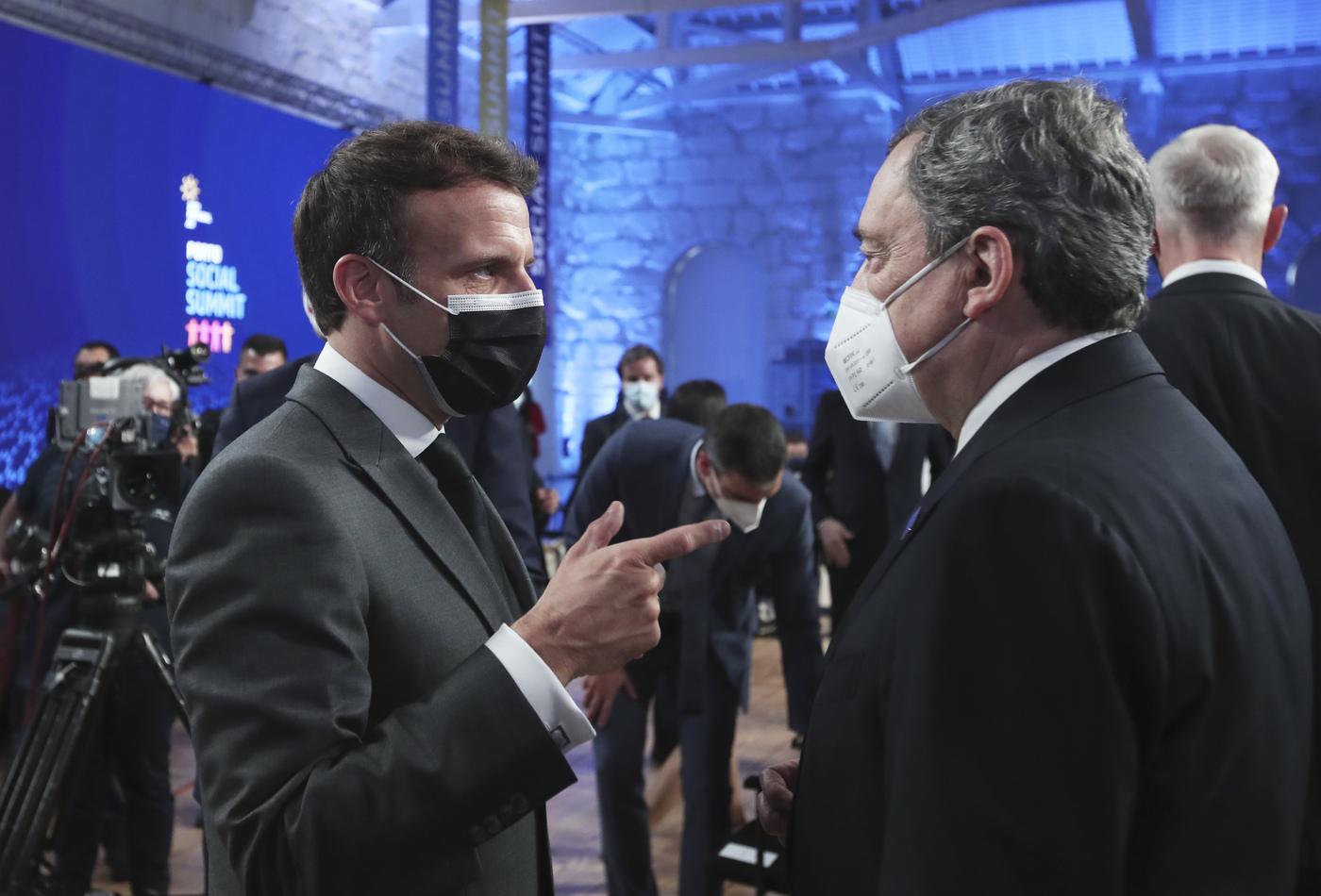 Mario Draghi e Emmanuel Macron (La Presse)