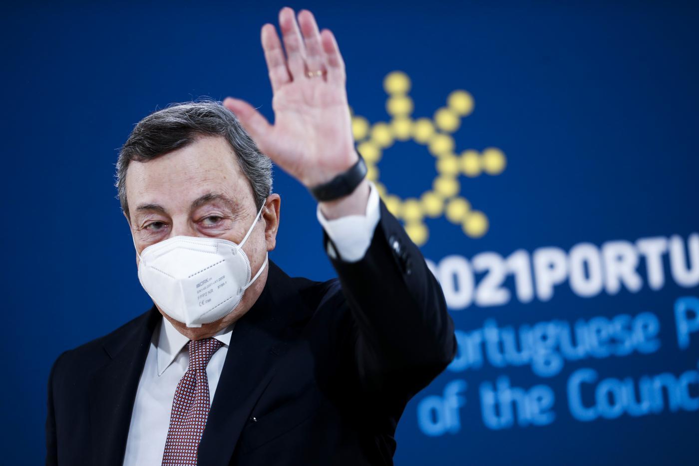 Mario Draghi summit di Porto (La Presse)