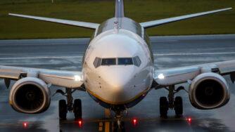 Bielorussia, atterrato a Vilnius l'aereo Ryanair dirottato a Minsk (La Presse)